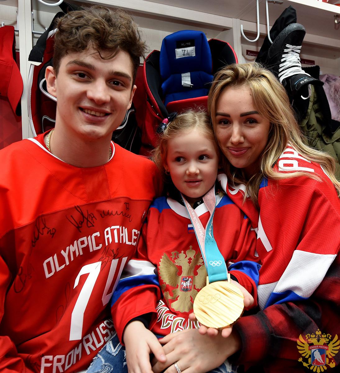 Дети и жены хоккеистов фото