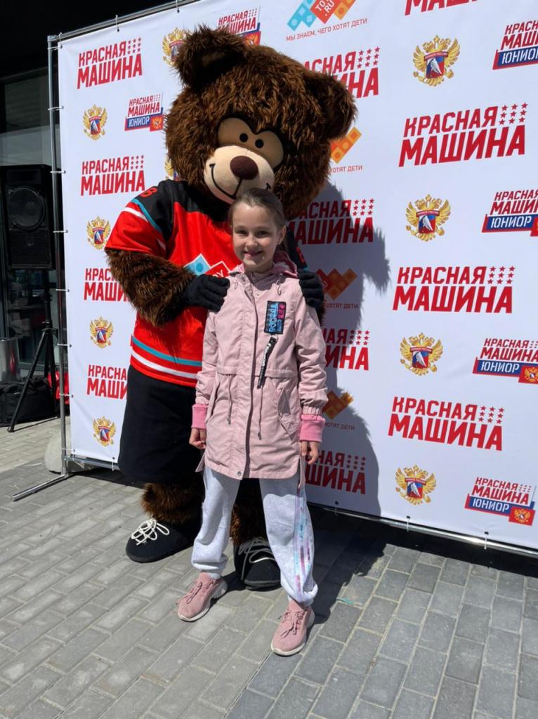 девочка с медведом.jpeg